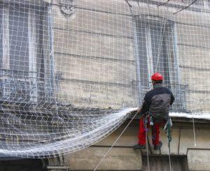 Travaux accès difficile : pose de filet, facade